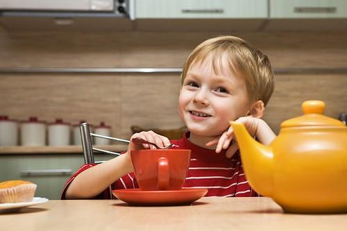 Можно ли детям черный чай ?