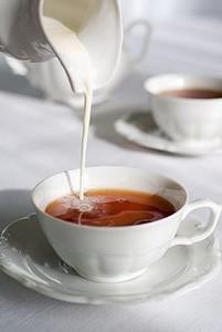 Чай со сливками - 75 калорий