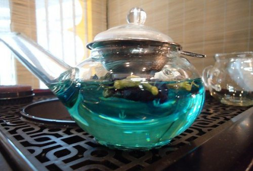Как выглядит заваренный голубой чай черный дракон