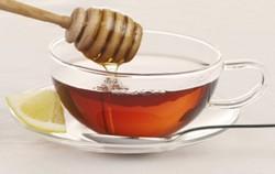 Натуральное подслащение чая медом хорошая замена сахару