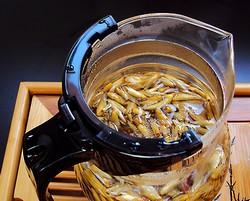Отдельно заваренные чайные почки