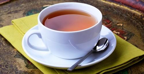 Можно заменить кофе крепким черным чаем