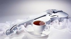 Чашка чая, белая скрипка