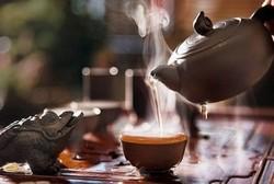 Чайник, чашка с чаем, жаба