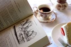 Чашка чая, книга