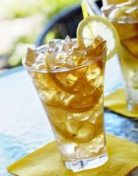 Классический холодный чай со льдом и лимоном