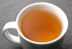Заваренный чай дарджилинг в чашке