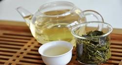Зеленый чай в чайнике