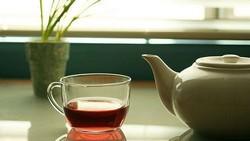 Чашка чая и чайник