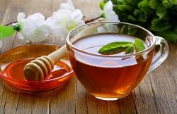 Черный чай с медом, свойства этого напитка