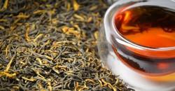 Чайный листья, китайская пиала с черным чаем