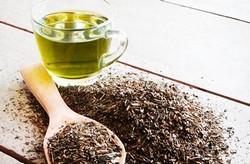 Чашка зеленого чая, сухой чай